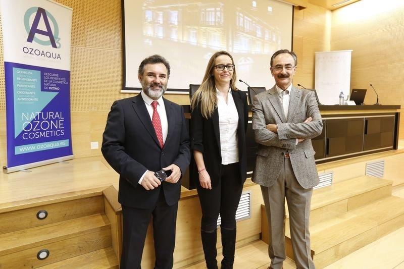 Ourense. 11-05-17. Local. Conferencia do Centro Médico El Carmen. Jose Luis Vila, María López e Francisco Martínez. Foto: xesús Fariñas
